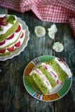 Zielony szpinaka tort z truskawką Obraz Royalty Free