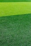 Zielony sztuczny trawy boisko do piłki nożnej dla tła Obrazy Stock