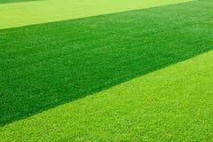 Zielony sztuczny trawy boisko do piłki nożnej dla tła Obraz Royalty Free