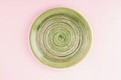 Zielony talerz na świetle - różowy tło Zdjęcie Stock