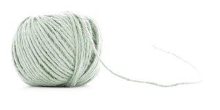 Zielony włókna skein, szwalnej nici rolka odizolowywająca na białym tle Obraz Royalty Free