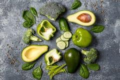 Zielony warzywo skład na betonowym tle Zdjęcie Royalty Free
