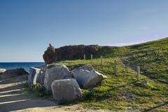 Zielony wzgórze blisko morza Zdjęcia Stock