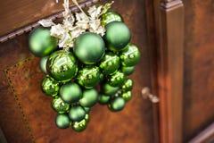 Zielonych bożych narodzeń zabawkarskie piłki Zdjęcie Royalty Free