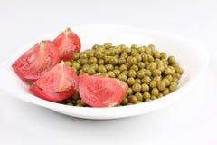 Zielonych grochów whit czerwieni pomidor Zdjęcia Royalty Free