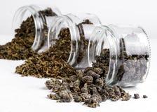 Zielonych Herbat piłek Oolong zielona herbata z lotosową zieloną herbatą z imbirową rozmaitością zielona herbata w szklanego słoj Zdjęcie Stock