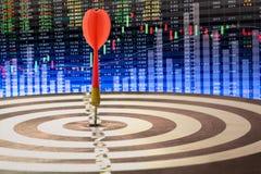 Zielpfeil mit Zielpfeildartscheibe ist das Ziel und das Ziel Lizenzfreie Stockfotografie