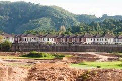 Ziemi i własność rozwój przed górą Obraz Royalty Free