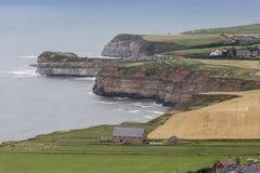 Ziemi uprawnej i falez południe Staithes w Yorkshire Obraz Stock
