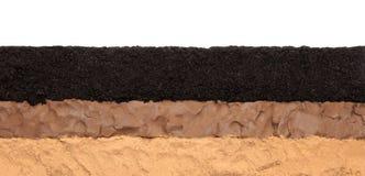 Ziemi warstwy: czarnoziem, glina i piasek odizolowywający na białym tle, obrazy stock