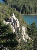 Ziemscy ostrosłupy lub Hoodoos w łęk dolinie Tunelową górą Rundle i górą, Banff park narodowy, Alberta, Kanada Zdjęcia Royalty Free