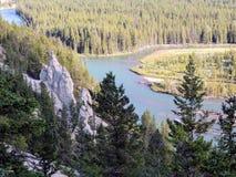 Ziemscy ostrosłupy lub Hoodoos w łęk dolinie Tunelową górą Rundle i górą, Banff park narodowy, Alberta, Kanada Obrazy Royalty Free