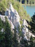 Ziemscy ostrosłupy lub Hoodoos w łęk dolinie Tunelową górą Rundle i górą, Banff park narodowy, Alberta, Kanada Fotografia Royalty Free