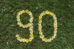 Ziffer 90 von Blüten in einer Wiese Lizenzfreie Stockfotografie