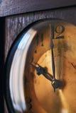 Zifferblatt der großväterlichen Uhr der Weinlese Lizenzfreies Stockfoto
