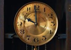 Zifferblatt der großväterlichen Uhr der Weinlese Stockfotos