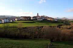 Ziga joli village niché en vallée de Baztan navarre l'espagne photos libres de droits