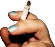 Zigarette in der Hand getrennt Lizenzfreie Stockfotografie