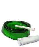 Zigarette in einem Aschenbecher Lizenzfreie Stockfotografie