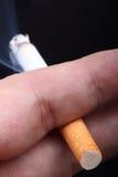 Zigarette Mann `s in der Hand. Stockfotografie