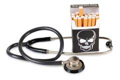 Zigarette und Stethoskop Stockbild