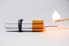 Zigaretten-Bombe und Match Stockbild