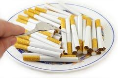 Zigaretten für Mahlzeit stockfotografie