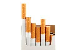 Zigaretten im Satz auf dem Weiß Lizenzfreies Stockbild