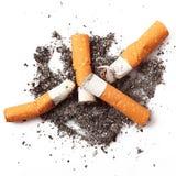 Zigaretten im weißen Hintergrund Lizenzfreie Stockfotos