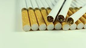 Zigarettennahaufnahme drehen sich nach rechts stock video
