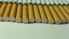 Zigarettennahaufnahme drehen sich nach rechts stock footage