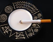 Zigarettenrauchen Stockbild