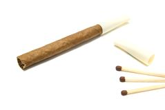 Zigarillo und Match Lizenzfreie Stockfotos