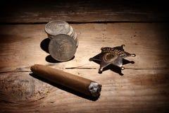 Zigarre, Abzeichen und Münzen Lizenzfreies Stockbild