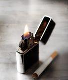 Zigarre und Feuerzeug Stockbilder