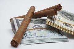 Zigarren und Bargeld Lizenzfreies Stockbild