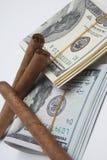 Zigarren und Bargeld Stockbilder