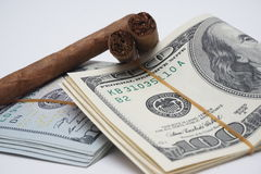 Zigarren und Bargeld Lizenzfreie Stockbilder