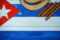 Zigarren und Strohhut Stockfoto