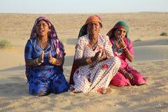 Zigeunervrouwen die en in de Woestijn, Rajasthan, India dansen zingen Stock Afbeeldingen