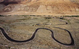 Zigzag della strada in Ladakh Fotografie Stock Libere da Diritti