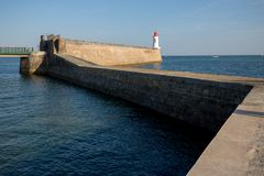 Zigzag pier and lighthouse Royalty Free Stock Photography