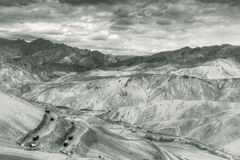 Zigzagweg, de Weg van Leh Srinagar, Ladakh, Jammu en Kashmir, India Royalty-vrije Stock Afbeeldingen
