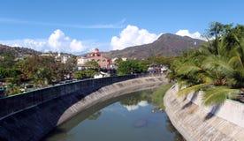 Zihuatanejo die - uit naar stad kijkt Royalty-vrije Stock Foto
