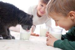Zij allen houden van melk Stock Afbeelding