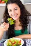 Zij eet gezond en is gelukkig en mooi Stock Foto