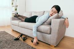 Zij is gedronken en viel in slaap royalty-vrije stock afbeelding