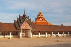 Zij Gehangen Ingang van Pra Thart Ing, Savannakhet, Laos royalty-vrije stock fotografie