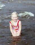 Zij houdt van zeer badend Royalty-vrije Stock Foto's