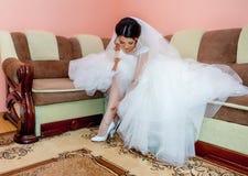 Zij is vandaag een bruid, schitterende donkerbruine bruid Stock Afbeeldingen